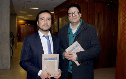 Los autores del libro Mauricio Bravo y Mauro Salazar