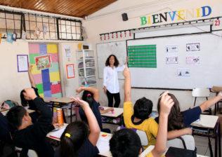 Decana Josefina Santa Cruz en Escuela Llano Subercaseaux