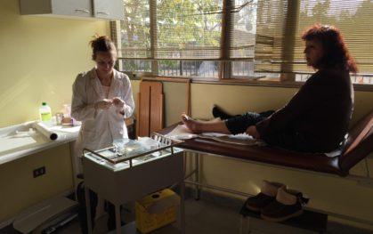 Camila junto a una paciente