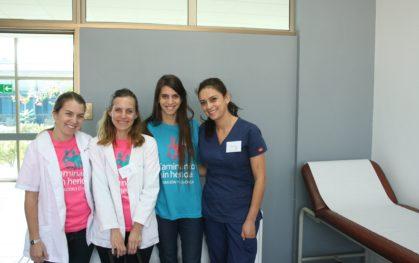 Camila junto a parte del equipo