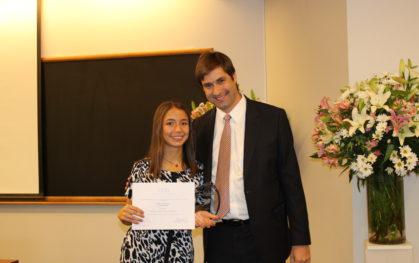 Catalina Carrasco, alumna de Enfermería, recibe la primera beca Romina Rojas Zarhi, al Espíritu Global