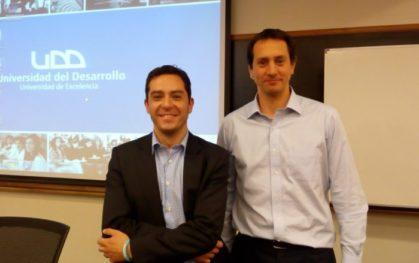 Expositor, Guido Larson y Cristian Van Rysselberghe, director de Educación Continua y Extensión (Charla Norcorea)
