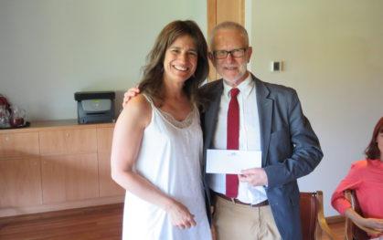 Teresita Serrano, Decana Psicología y Guillermo de la Parra, ganador del premio 'Dr. Luis Tapia Villanueva'