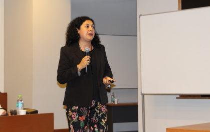 Paola Santander, jefa Gestión de Colecciones, Investigación y Publicación Académica de la Biblioteca de Derecho y Comunicaciones de la Universidad Católica de Chile