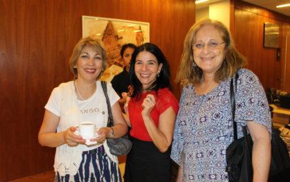 Paola Massaro, directora de Bibliotecas UDD junto a asistentes del segundo seminario de Sistema de Bibliotecas
