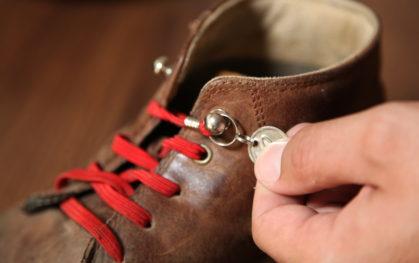 Zapatos con cordón elástico