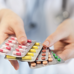 """Investigador José Munita: """"Parte de nuestro trabajo es hacer que la gente considere al antibiótico como un bien preciado"""""""