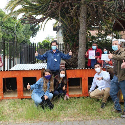 Trabajos de Verano entregó casas para perros comunitarios de San Pedro de La Paz